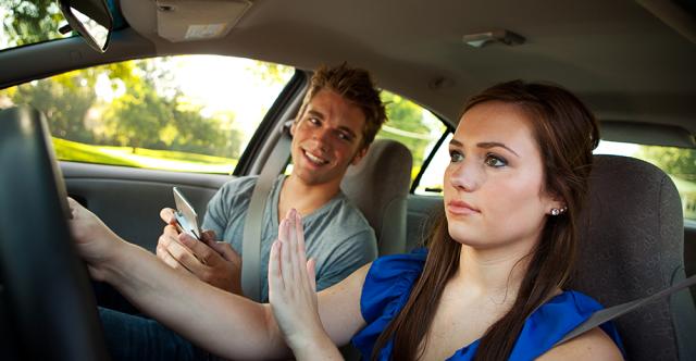 Des moyens faciles de faire en sorte que les adolescents soient moins distraits par les messages textes